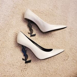 YSL OPYUM PUMPS IN WHITE PATENT WITH BLACK HEEL